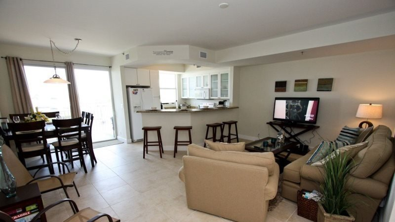 425LH. Waterfront 3 Bedroom 3 Bath Townhome in Ruskin FL, holiday rental in Sun City Center