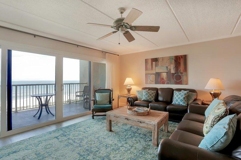 Couch, Mobilio, Ambientazione interna, Camera, balcone
