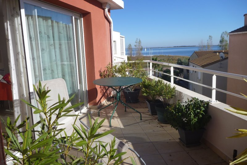 Sunny apartment, stunning sea view, location de vacances à Marseillan