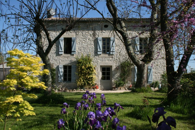 Welcome to our home in France., vacation rental in Cours-De-Monsegur