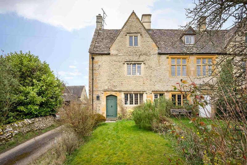 Welcome to Shenley, a stylish cottage in the heart of the North Cotswolds