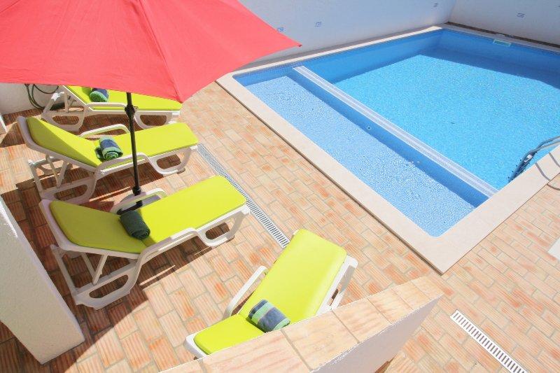 La nueva piscina tiene una zona poco profunda separada junto a la sección más profunda