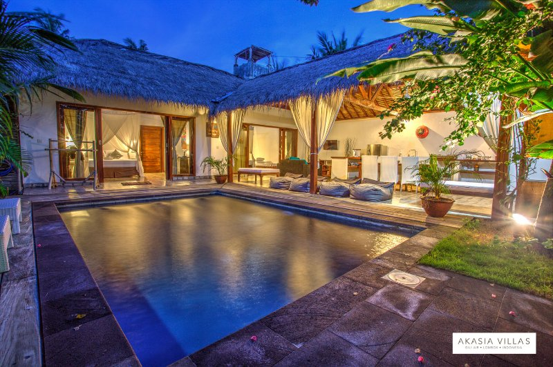 Akasia Villas - 2 Bedrooms - Private pool, holiday rental in Gili Air