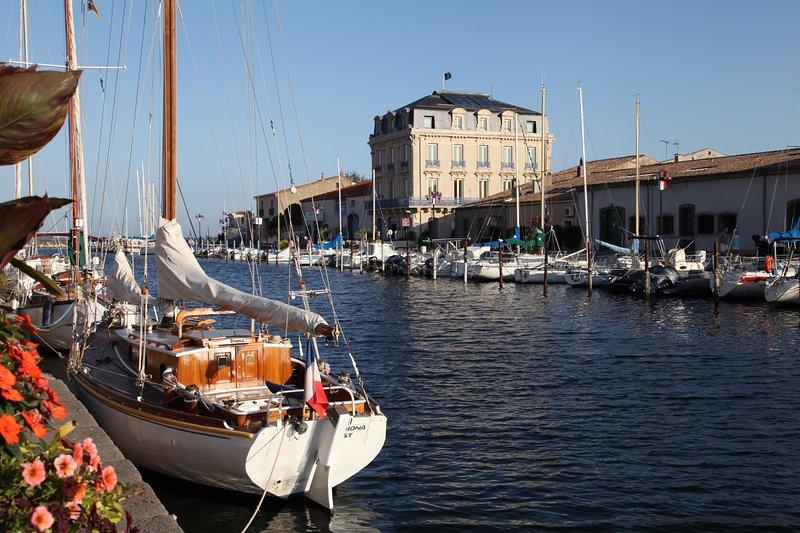 Marseillan Port - left bank