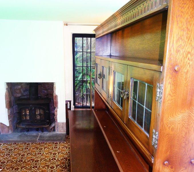 La sala da pranzo è stato aggiunto alla cappella, quando dopo che è stato trasformato in una residenza nel C17th.