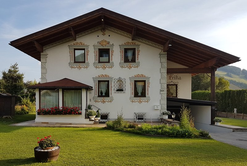 Haus Erika - eigenes Ferienhaus für die ganze Familie in Seefeld, holiday rental in Telfs