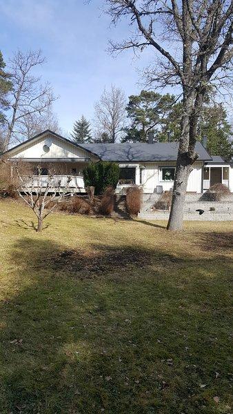 Lakeside country house near Stockholm, aluguéis de temporada em Sigtuna