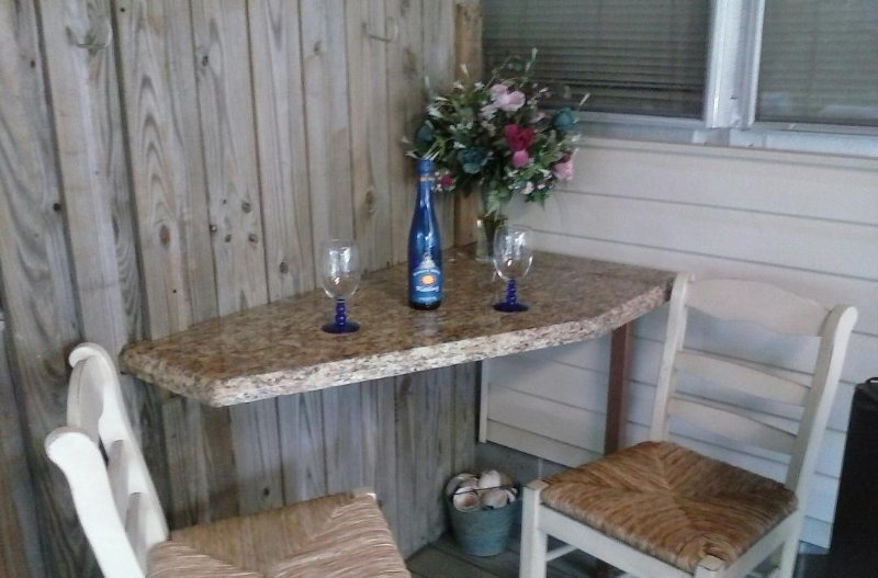 Outdoor bar op de rug veranda