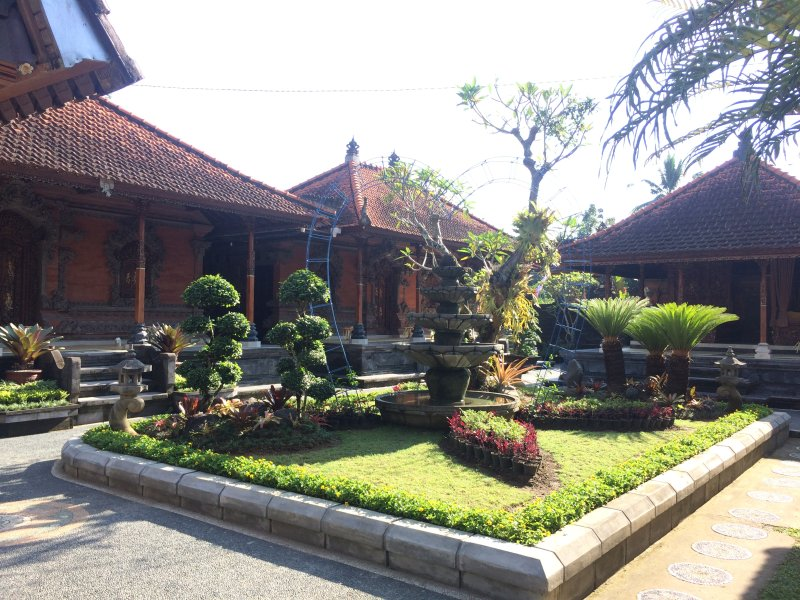 Rumah Bali Luwus is offering you comfortable stay as Balinese