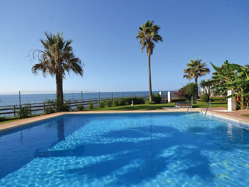 1. Linie Strand - Apartment in traumhafter Lage direkt am Meer in ruhiger Lage, holiday rental in Sitio de Calahonda