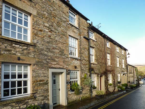 WEAVERS COTTAGE, over three floors, spacious rooms, character features, Kirkby, vacation rental in Kirkby Lonsdale