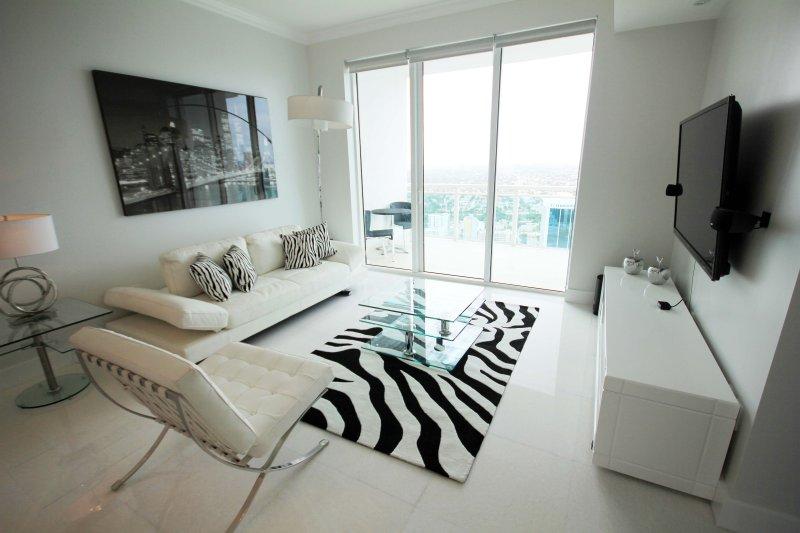 Luxuoso e totalmente equipada 1 quarto 1 banheiro Condomínio em Brickell.