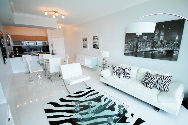 Sala totalmente funcional -Sofá incluído- cama, sala de jantar para 4 e cozinha
