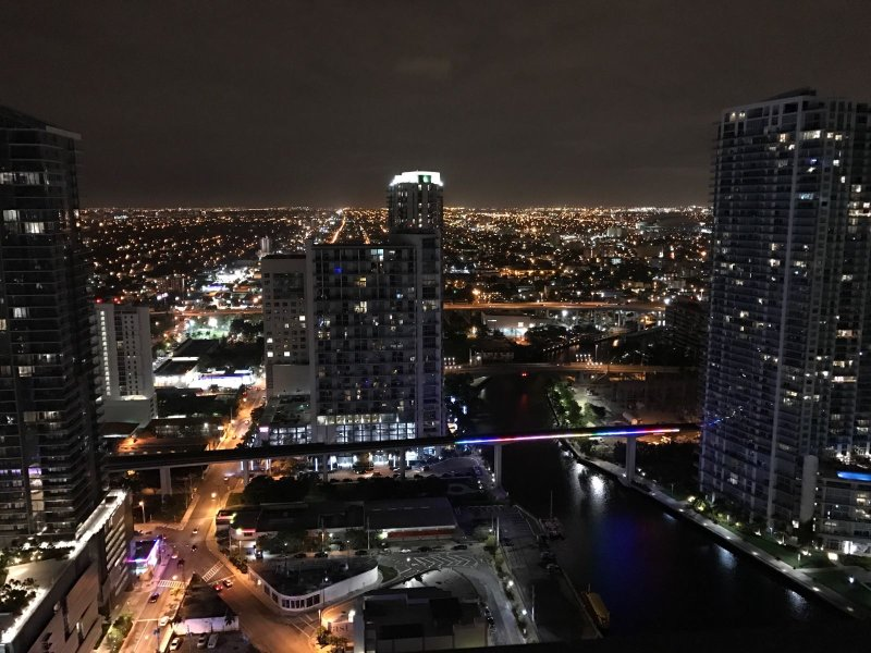 Splendida vista di notte della città dal 36 ° piano!