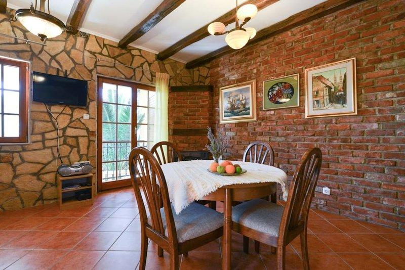 Villa Steffany  - Apartment 1, casa vacanza a Kolan