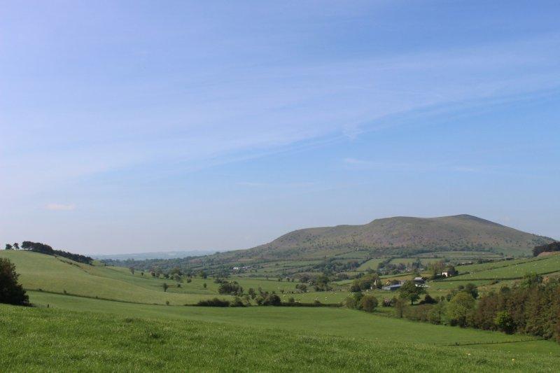 Les vues magnifiques sur Pays de Galles (1 mile) est ici Corndon Colline