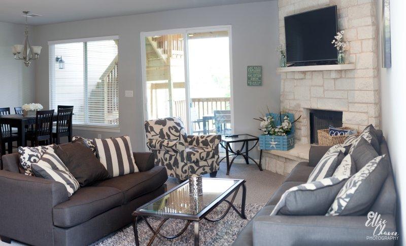 hermosa sala de estar, abierto a la cocina y comedor