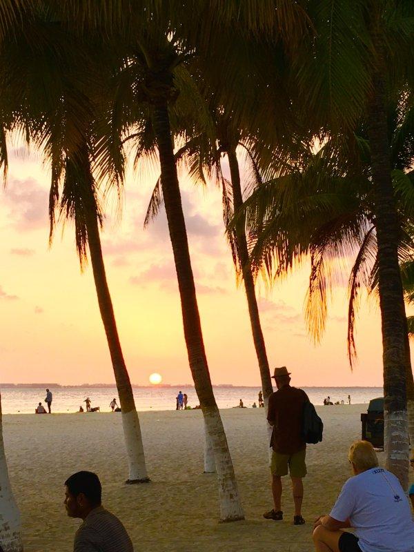 Coucher de soleil sur la plage nord