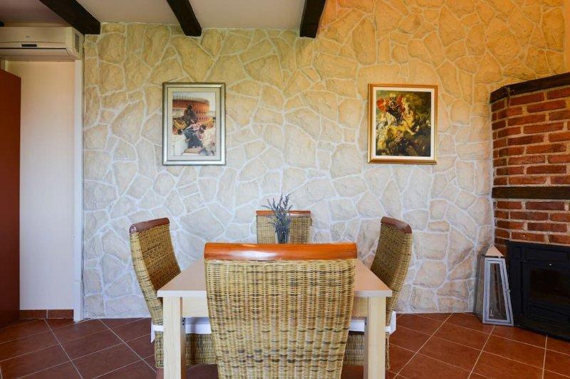 Villa Steffany - Apartment 1A, casa vacanza a Kolan