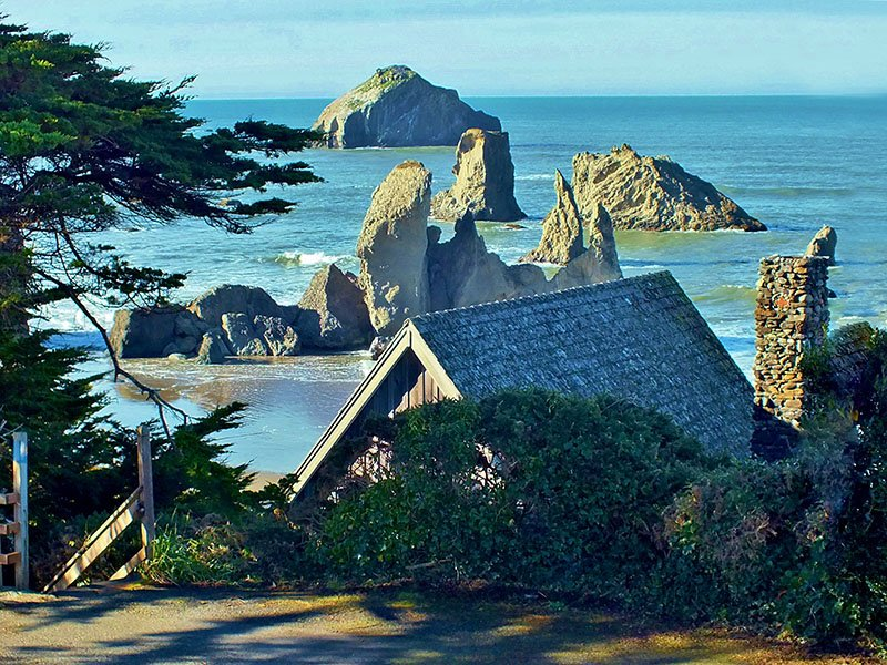 Old Rustic Beach Cabin, holiday rental in Bandon