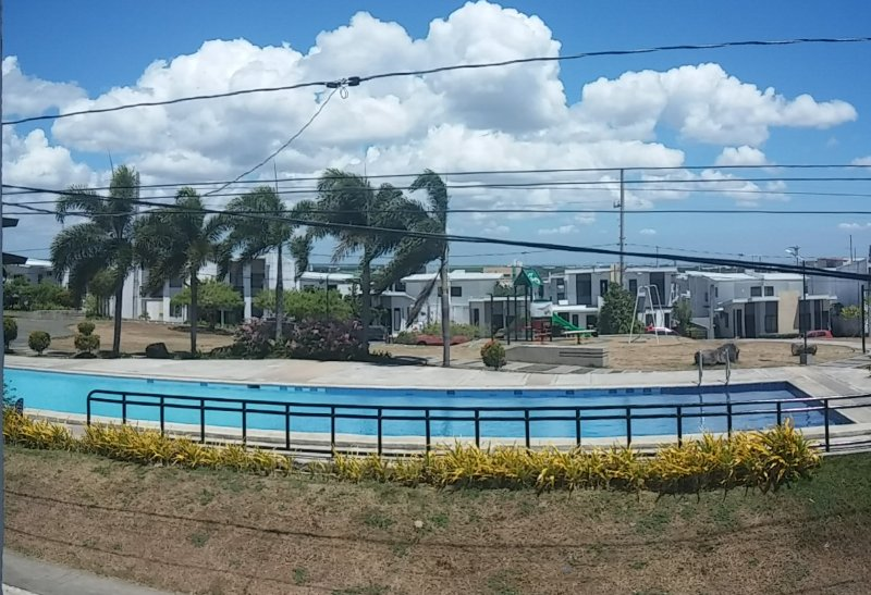 A & J GuestHouse infront of swimming pool, holiday rental in Laguna Province