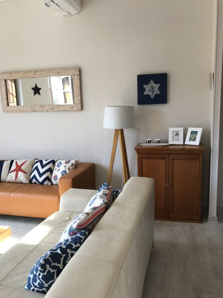 Appartement au Port, holiday rental in Lanvallay
