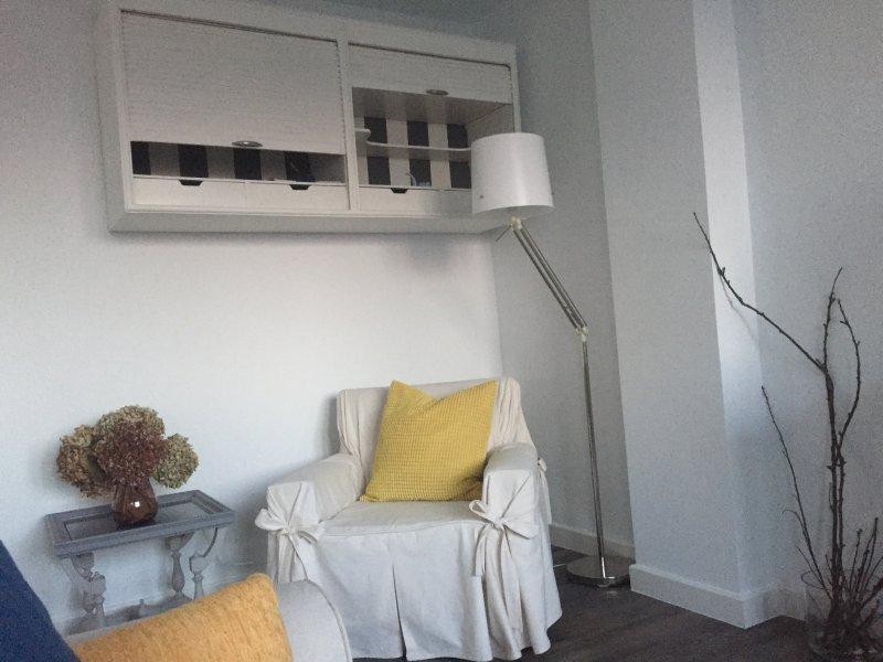 Céntrico, elegante, tranquilo, con encanto, recién reformado, holiday rental in Roces-Sur