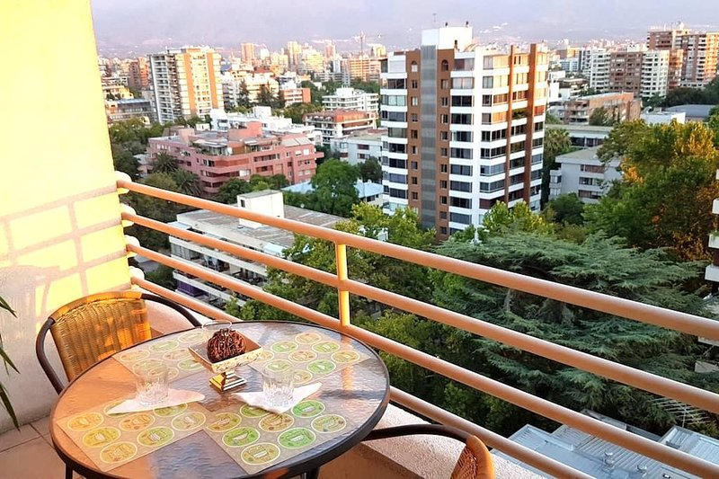 Enjoyable apartment with stunning views of the Andes!, holiday rental in Nunoa