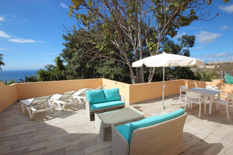 Casa Zahora Finca SanJuan (Batista) with common heated Pool, holiday rental in Chirche