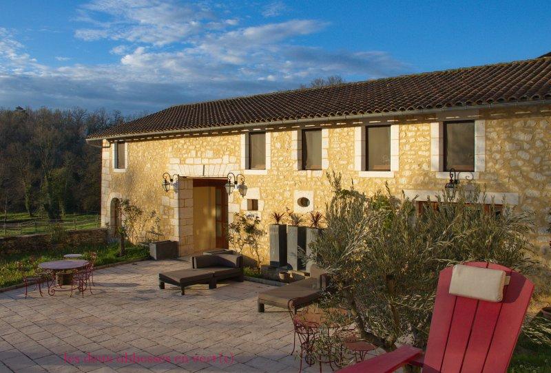 Dordogne Barn near Brantôme among Arabian horse breeding farm with Pool and Lake, vacation rental in Mareuil
