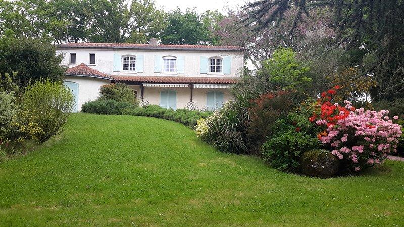 Chambres d'hotes a 20km du Puy Du Fou au coeur du bocage Vendéen., holiday rental in Saint-Marsault