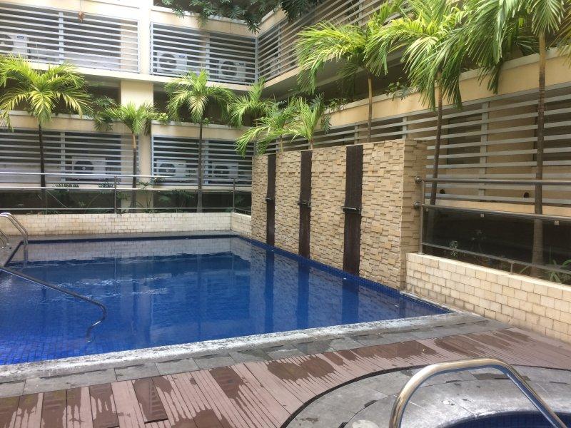 piscina privada en el segundo piso