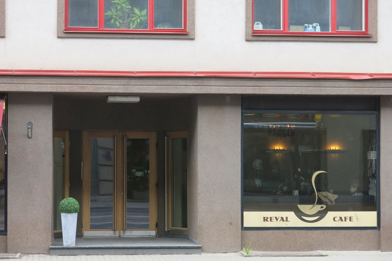 Entrance from the street