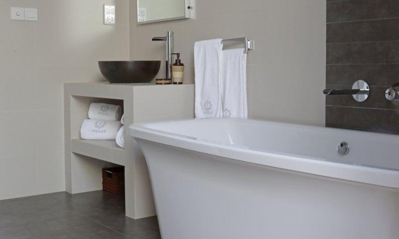 Badkamer 1 uitgerust met luxe vrijstaand bad