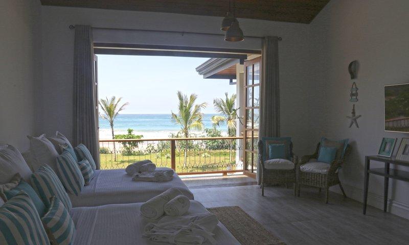 Slaapkamer 2 toegang tot balkon en de adembenemende uitzicht door de bi-voudige deuren