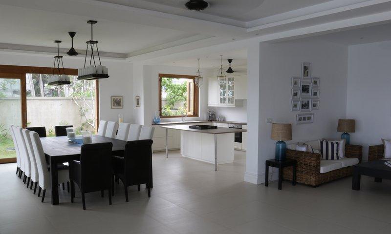 Indoor dineren voor 14 en mooie keuken