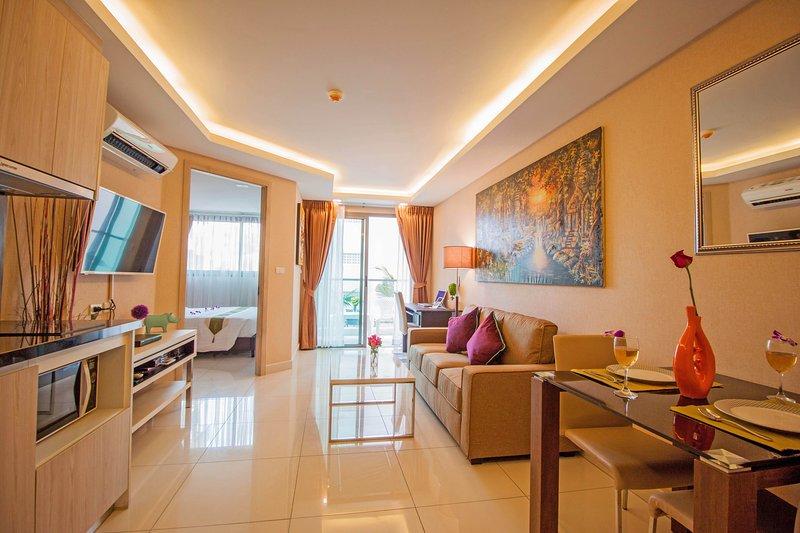 1 Bedroom Deluxe Room with Ocean View Laguna Bay 2 Pratumnak, holiday rental in Na Kluea