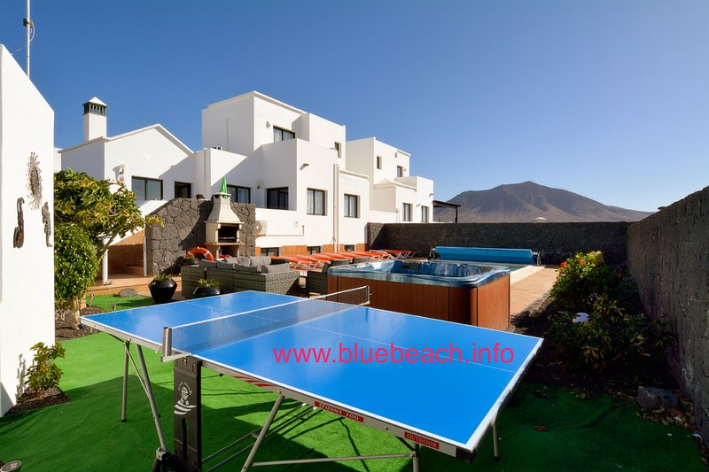 large pool garden with hot tub and table tennis, fantastic views of the mountain