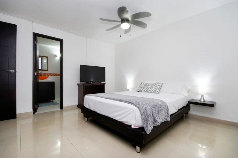 2 room near Cosmocentro, holiday rental in Pance