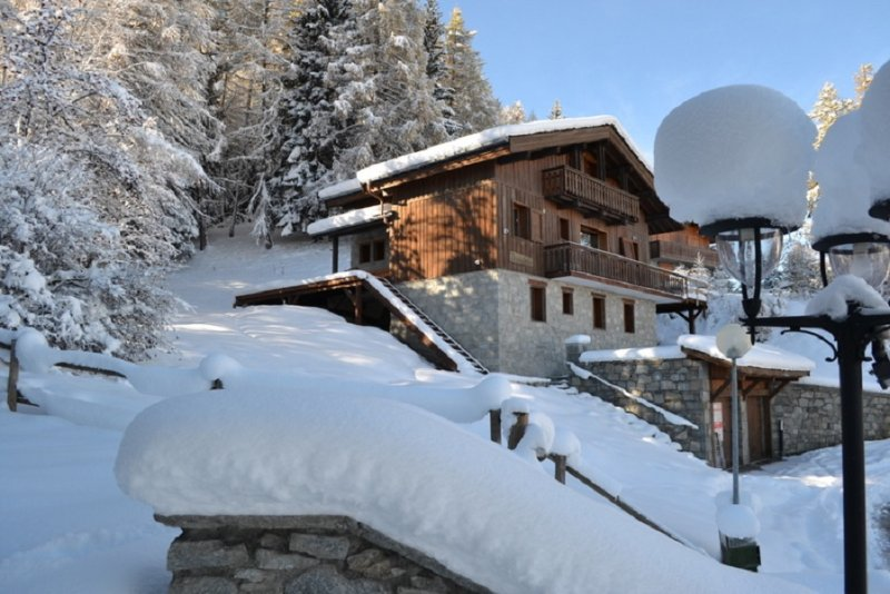 Chalet Pierra Menta, Les Coches, Paradiski, 9 ensuite bedrooms sleeping 18-20, 70m from the piste