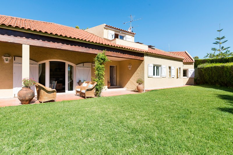 NEW! Sintra hills ocean villa, holiday rental in Azoia