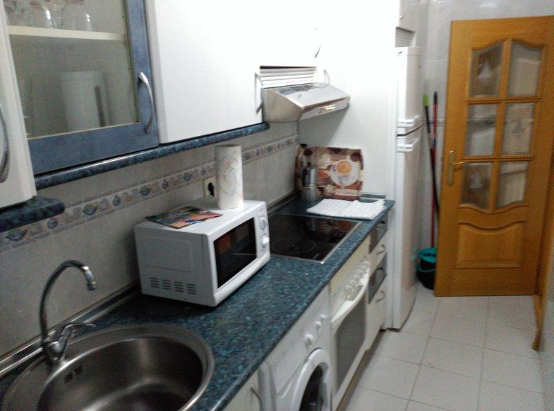 R4 Apartamento básico dos habitaciones de matrimonio, listo para entrar a vivir, vacation rental in Mazo