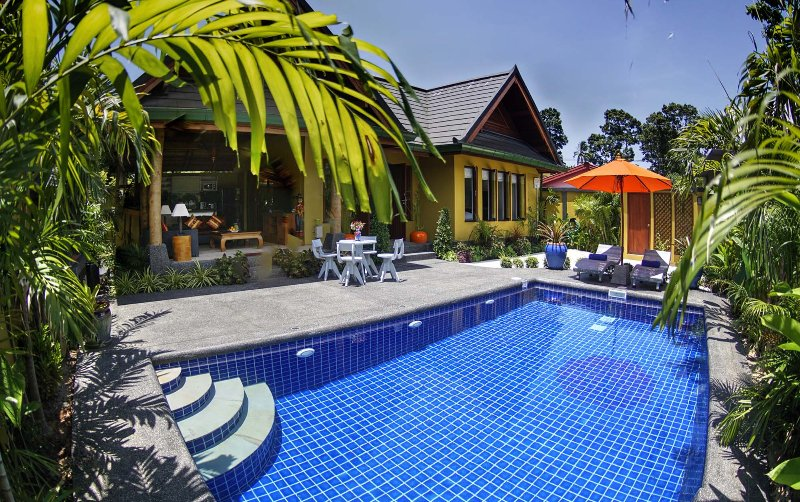 Romantic and Private 1 Bed Villa with Pool, Jacuzzi and Free Transfers, holiday rental in Maret