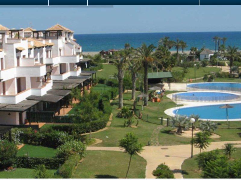MAGNIFICO APARTAMENTO A PIE DE PLAYA, holiday rental in Vera