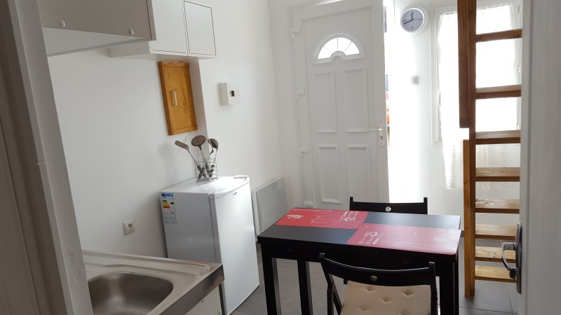 Studio mezzanine pour 2 personnes Has Wi-Fi and Cable/satellite TV ...