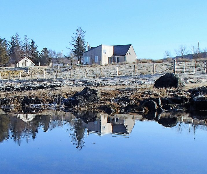 Cuan Beag - Shoreline Luxury Retreat, holiday rental in Treaslane