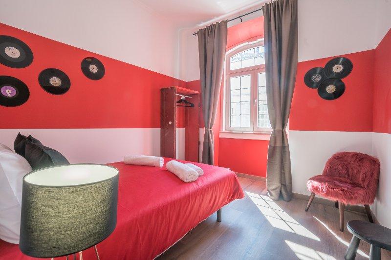 red queen size slaapkamer