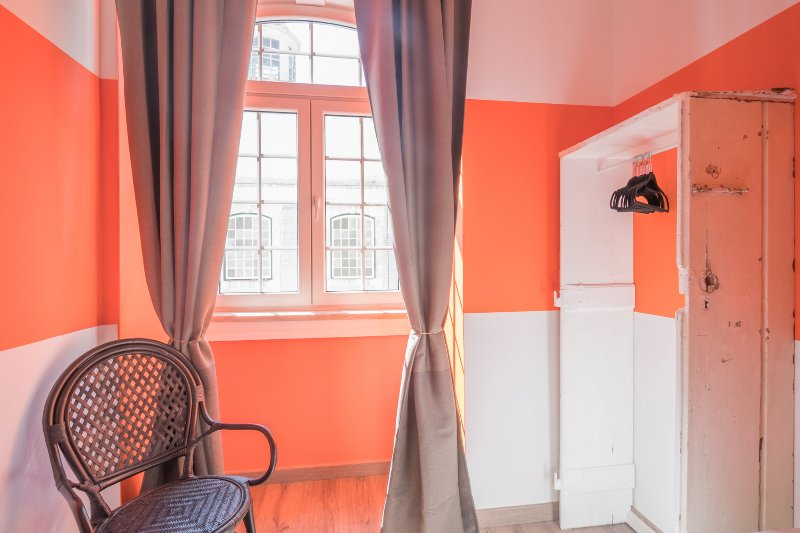 twin oranje slaapkamer