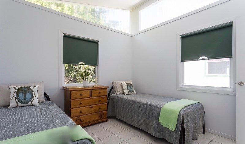 deuxième chambre spacieuse avec lits jumeaux.