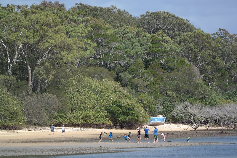 A short stroll to Morwong Beach with its shady tress is ideal to swim, fish or beach activities.
